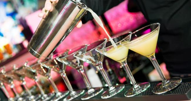 barman-pouring bar.it