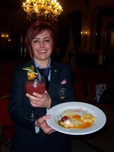 Marianna Angius insieme al suo cocktail