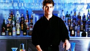 Una scena del film Cocktail, con Tom Cruise