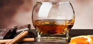 Il Rum è spesso abbinato con sigari e cioccolato