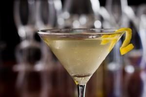 Il Vesper Martini è il cocktail che accompagna James Bond in Casino Royale