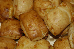 Potete usare il pane creando dei bocconcini di formaggio per i vostri aperitivi