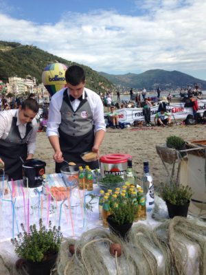 Due cocktail realizzati dai ragazzi della scuola alberghiera