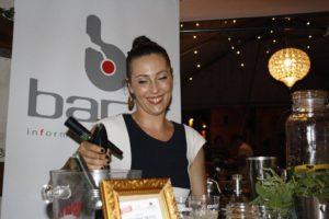 Azzurra Detto la bartender titolare del DoppioZeroLab