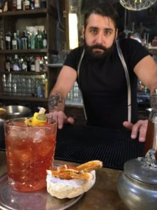 Daniel ama usare prodotti homemade per i suoi cocktail